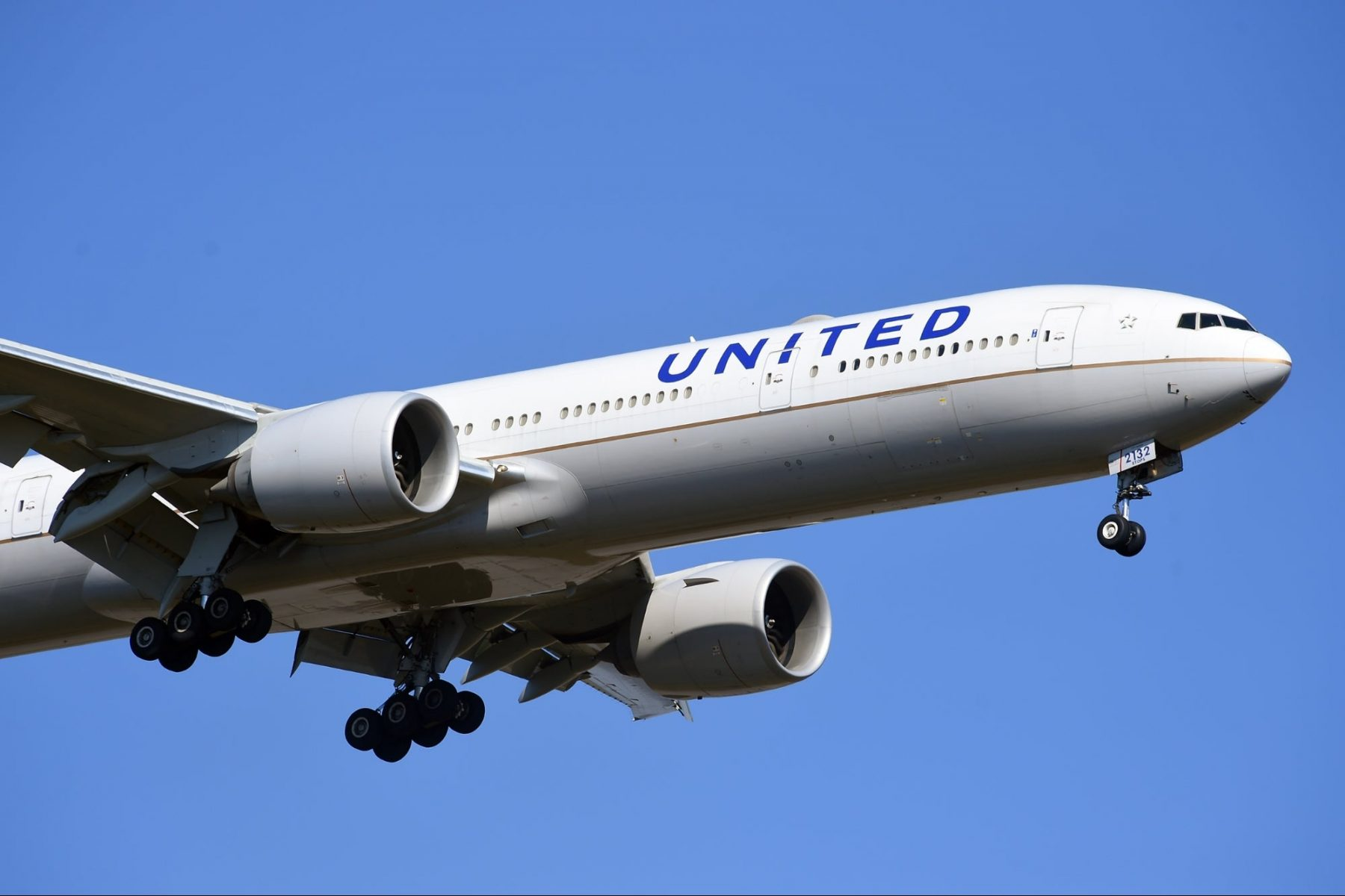 united-airlines-reportedly-reminds-flight-crews-not-to-duct-tape-passengers