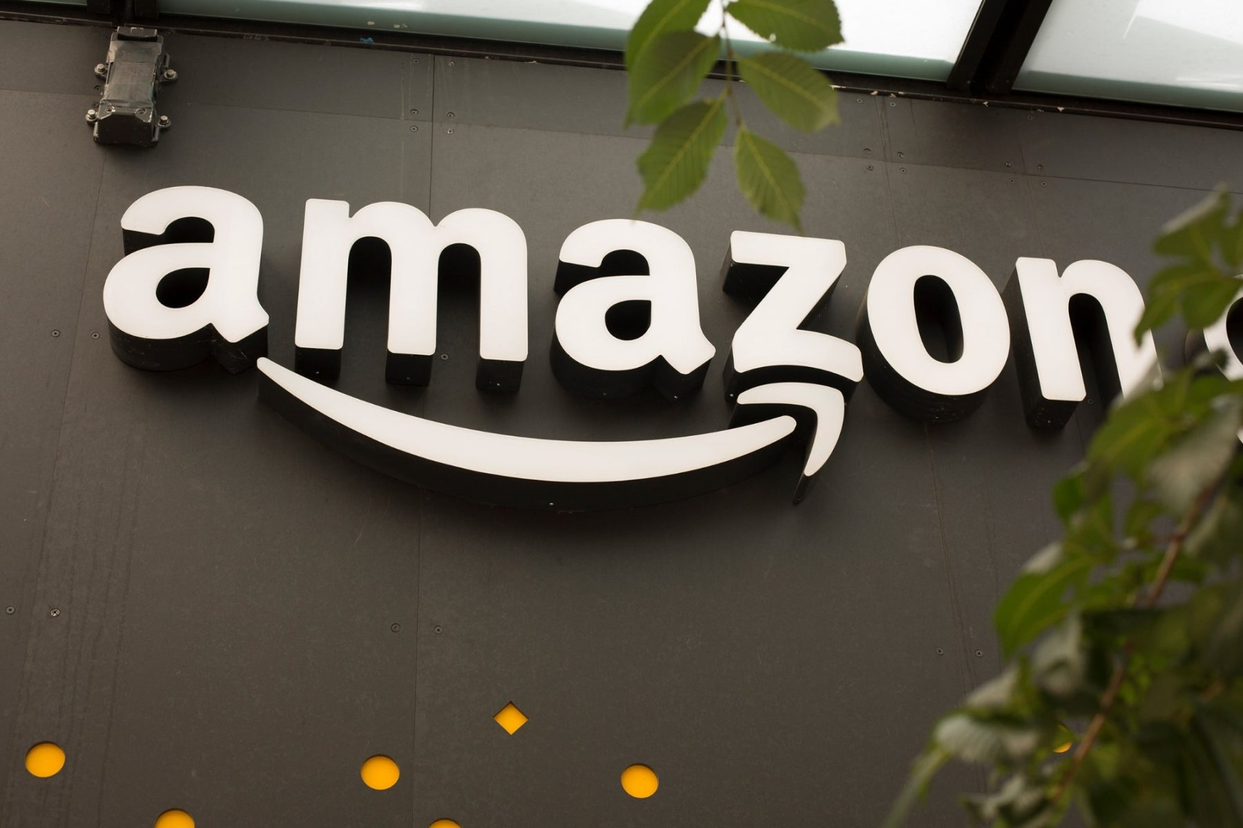 amazon-reportedly-considering-move-into-department-stores