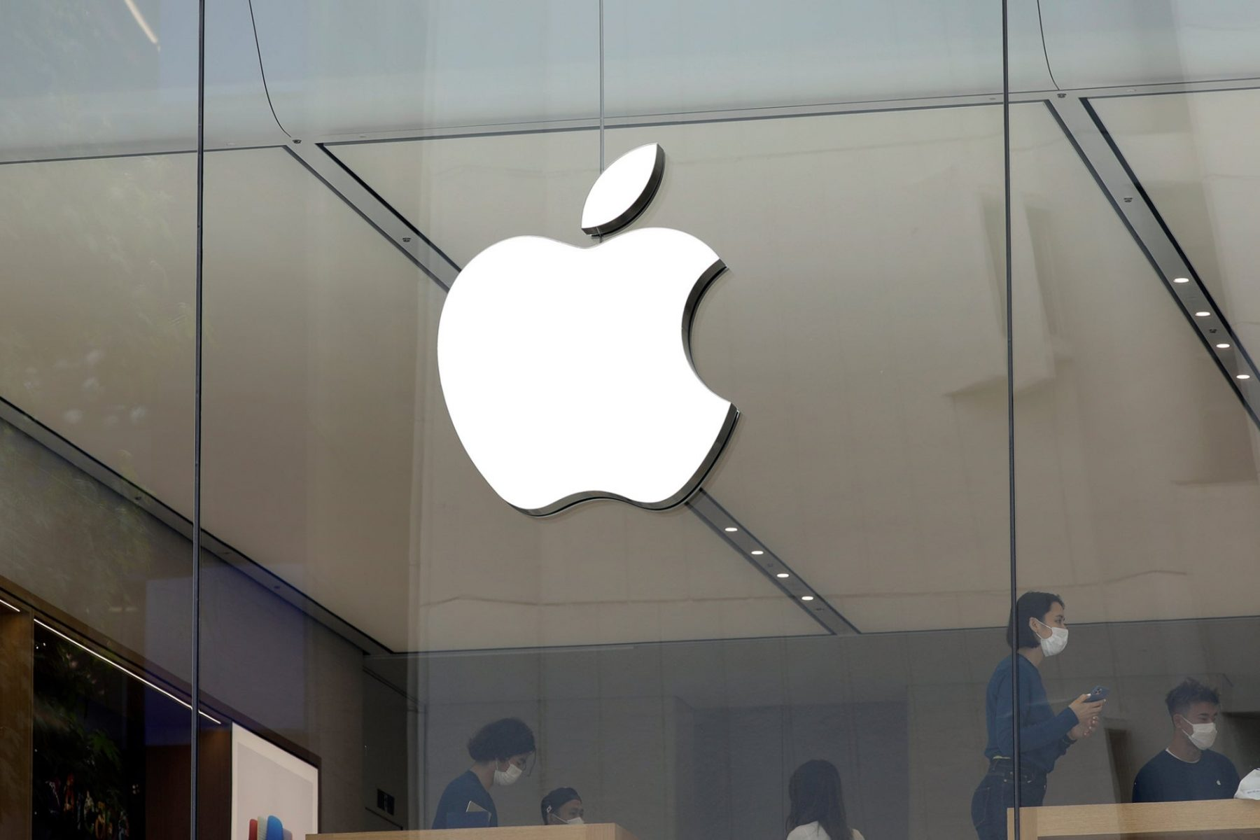 apple-employees-reportedly-won't-return-to-office-until-next-year